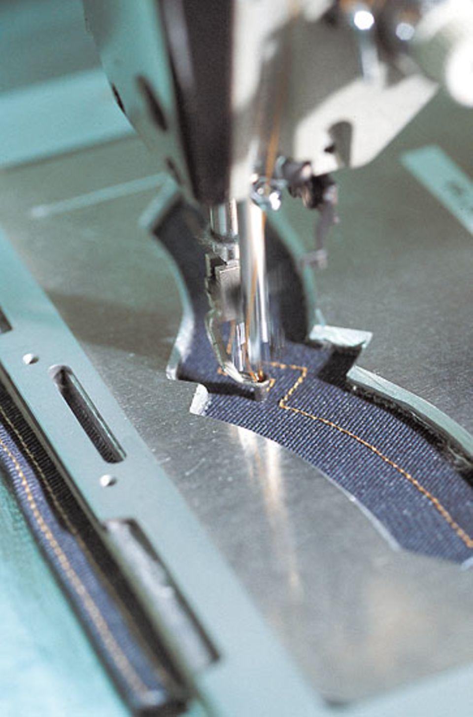 Geschichte: Der Stick auf der Hosentasche ist ein typisches Detail einer Jeans