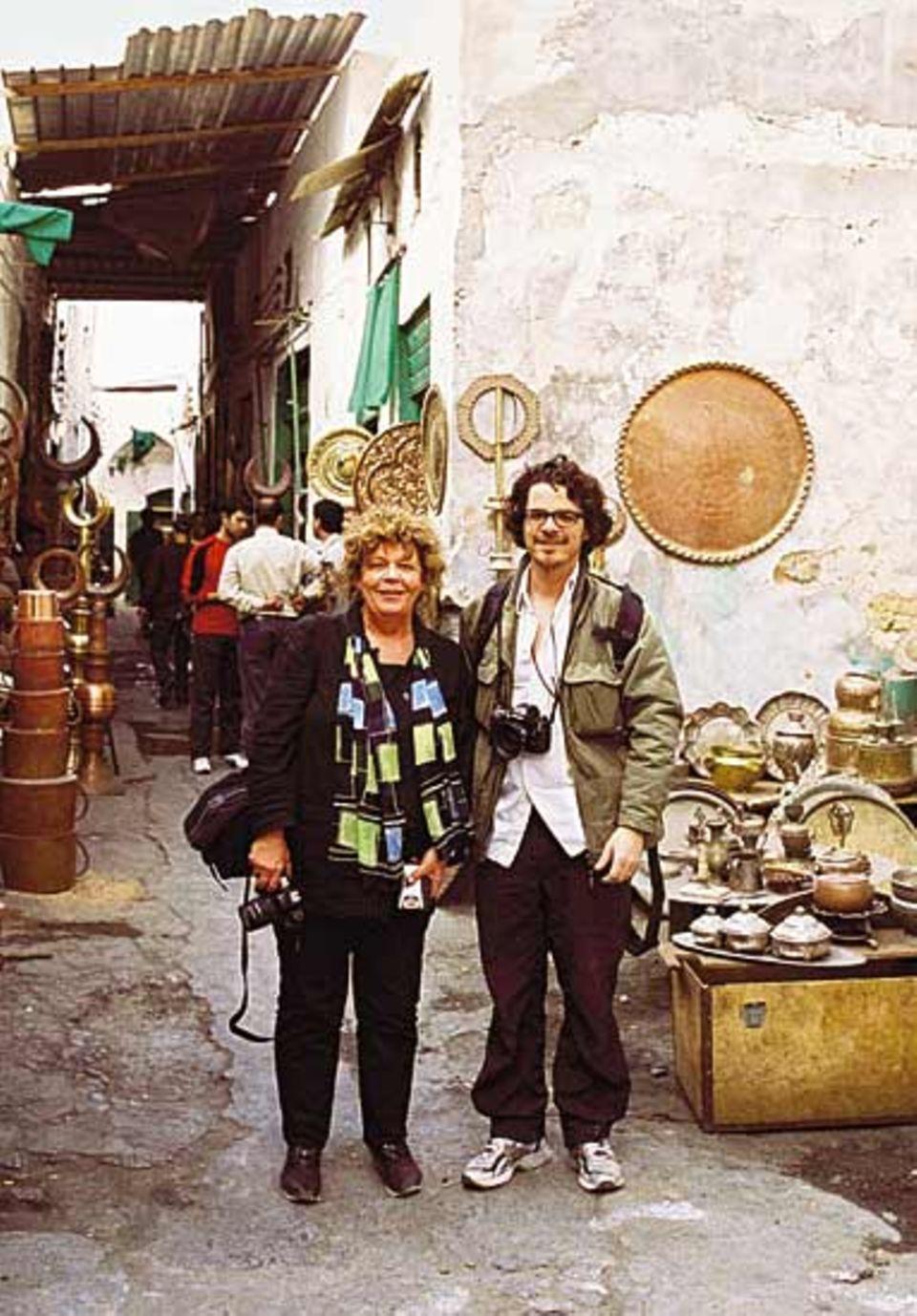 Hannah Glaser mit dem Fotografen Peter Rigaud in Tripolis