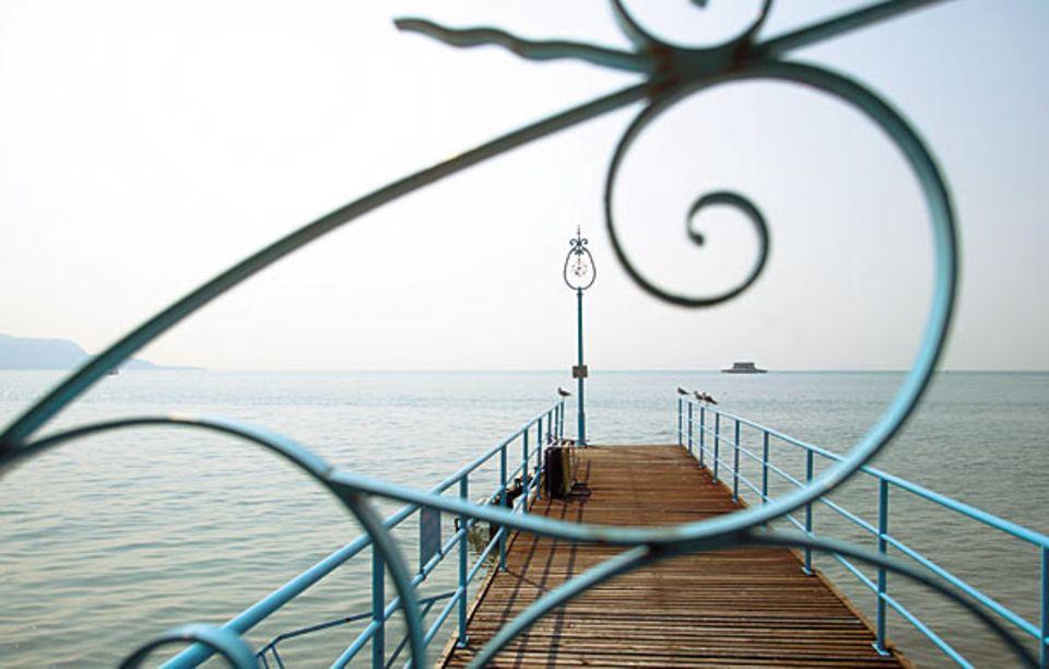 Gardasee: Vom Bootssteg in Toscolano-Maderno legen die Fähren im Halbstundentakt ab