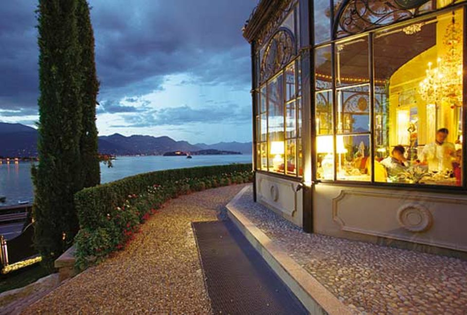 """Lago Maggiore: Die Sonne geht, der Kellner kommt. Im Gourmet-Restaurant """"I Mori"""" der """"Villa Aminta"""""""