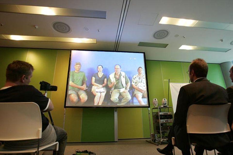 """GEO-Reporter Martin Meister und Teresa Crimmens vom Bio Blitz berichten in einer Live-Schaltung aus New York von den Ergebnissen der Parallelveranstaltung """"Bronx River Bio Blitz"""""""