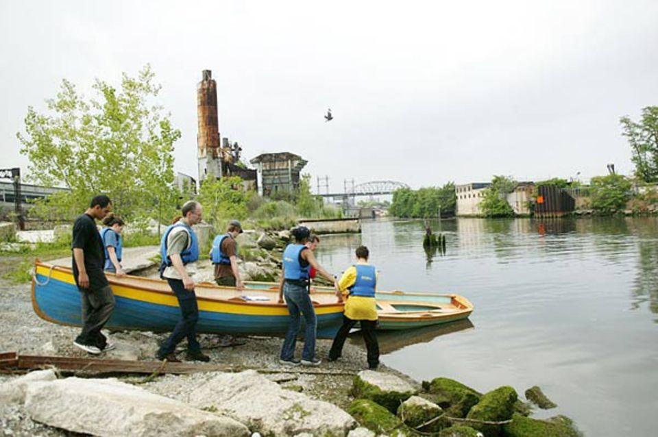 """Survey mit der Gruppe """"Rocking the Boat"""" im Mundungsbereich des Bronx Rivers"""