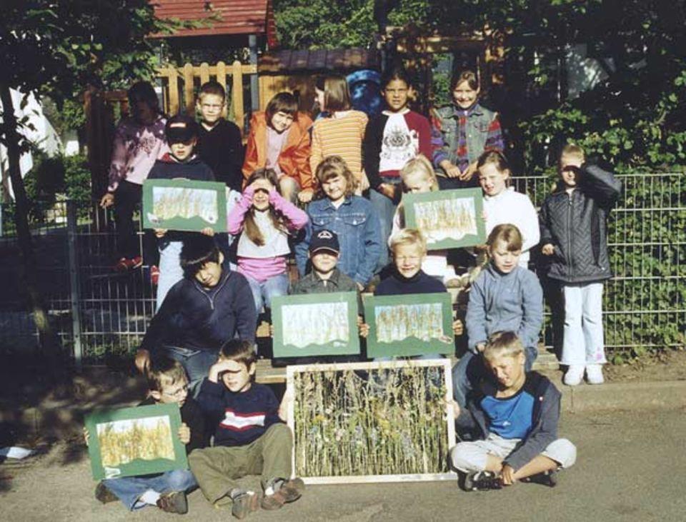 Was für ein Tag! Die Kinder aus der 2c der Fröbelschule in Heidelberg präsentieren stolz ihre Collagen