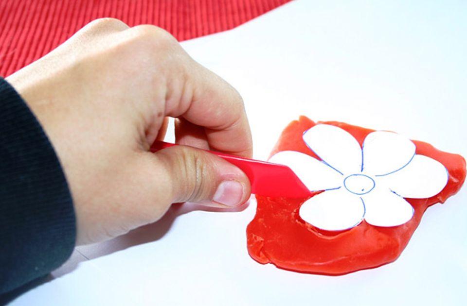 DIY: Schneidet die Blume aus