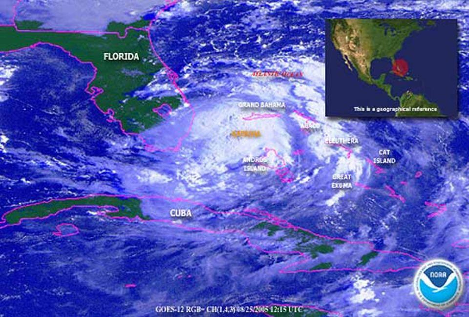 Am Donnerstag, 25. August, bewegt sich der Wirbelstum mit Windgeschwindigkeiten von über 100 Stundenkilometern auf die Südküste Floridas zu