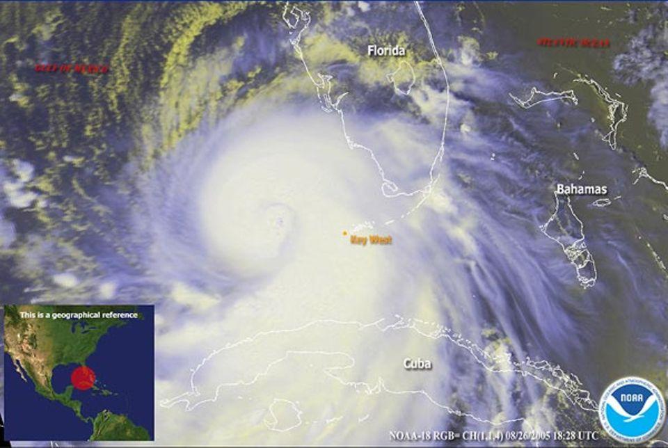Am Freitag, 26. August, zog der Hurrikan über Kuba und die Südküste Floridas. Häuser wurden abgedeckt, Bäume entwurzelt. In Florida starben sieben Menschen in dem Unwetter. Der Wirbelsturm ist hier jedoch noch ein Sturm der Kategorie 1