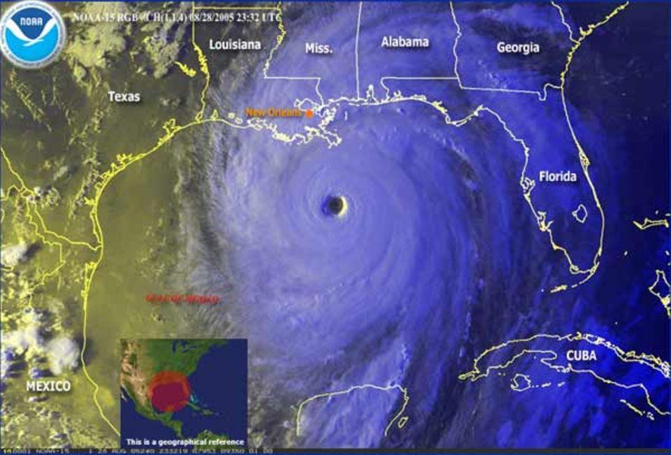 Am Morgen des 29. August, gegen 7 Uhr Ortszeit, befand sich der Wirbelsturm noch etwas mehr als 200 Kilometer südlich der Mississippi-Mündung - und bewegte sich mit einer Geschwindigkeit von 18 Stundenkilometern in Richtung Norden. Mit Spitzenwindgeschwindigkeiten von über 250 Stundenkilometern ist der Sturm jetzt ein Hurrikan der Kategorie 5