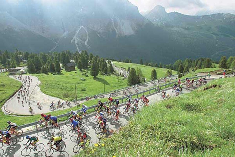 """Schön der Reihe nach: Radrennen """"Maratona dles Dolomites"""""""