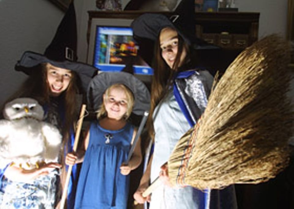 Harry Potter: Saskia, Sarah und ihre kleine Schwester Sally - die natürlich auch schon längst vom Potter-Fieber infiziert ist