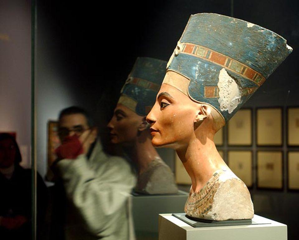 Altes Ägypten: Die berühmte Büste der Nofretete, die Ludwig Borchardt in Ägypten gefunden hat