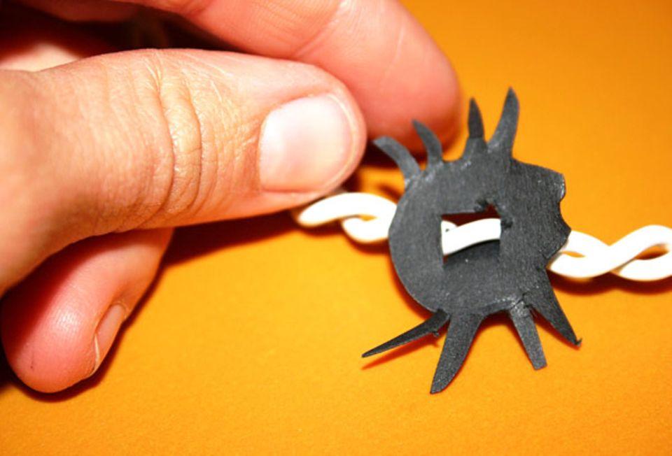 Halloween: Kleine Spinnen machen die Lichterkette noch gruseliger