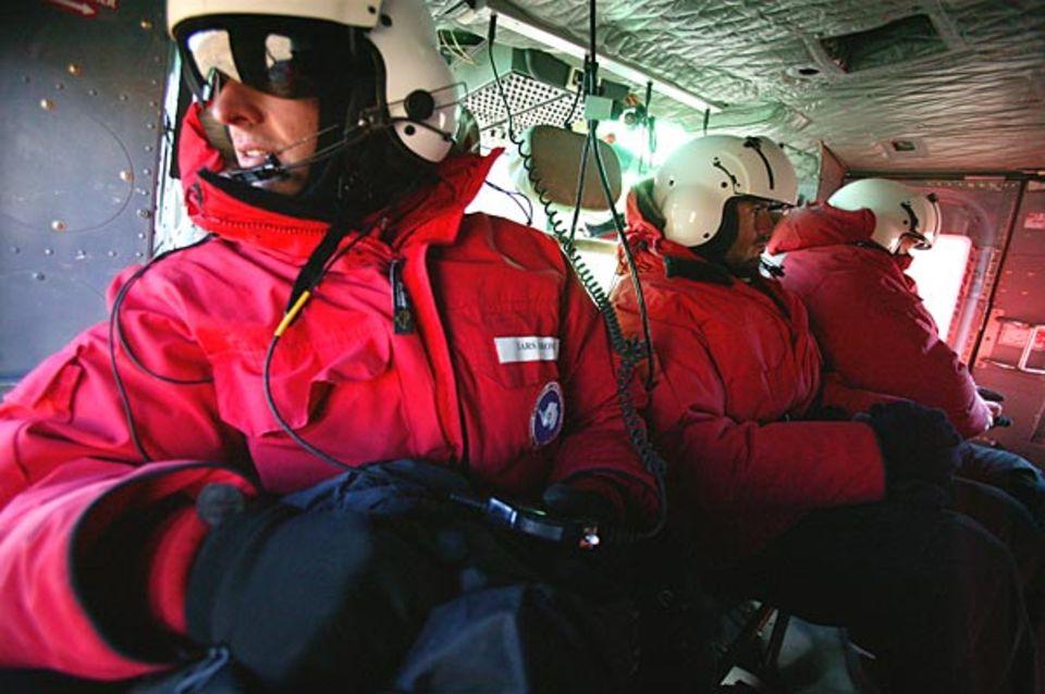 GEO-Reporter Lars Abromeit im Helikopter auf dem Weg in die Dry Valleys
