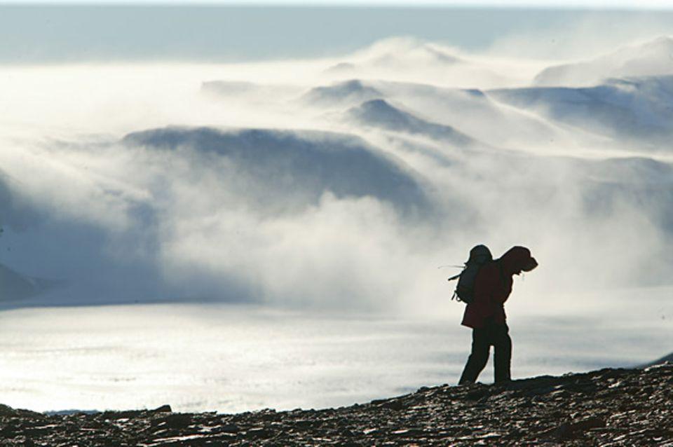 GEO-Reporter Lars Abromeit trotzt der Kälte: Zwölf Stunden dauert der kräftezehrende Weg zum Lake Hoare
