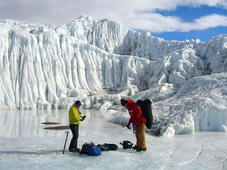 Der Taylor Glacier gehört zu jenen wenigen Gletschern, die es über die Transantarktische Bergkette bis zum Boden der Dry Valleys schaffen