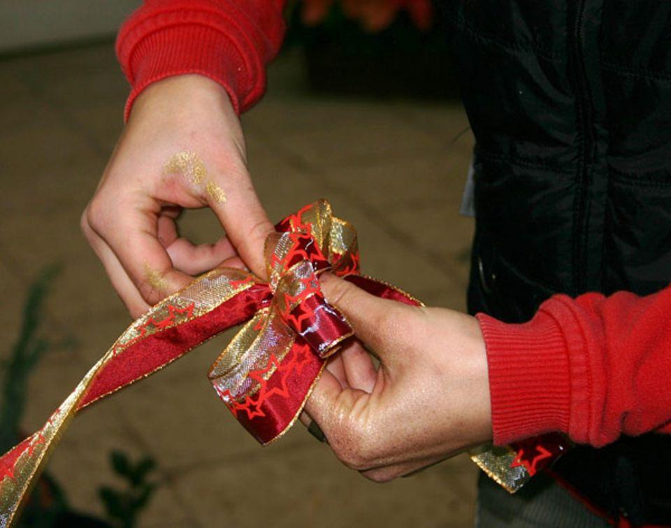 Beruf: Schleifen binden für tolle Weihnachtsgestecke