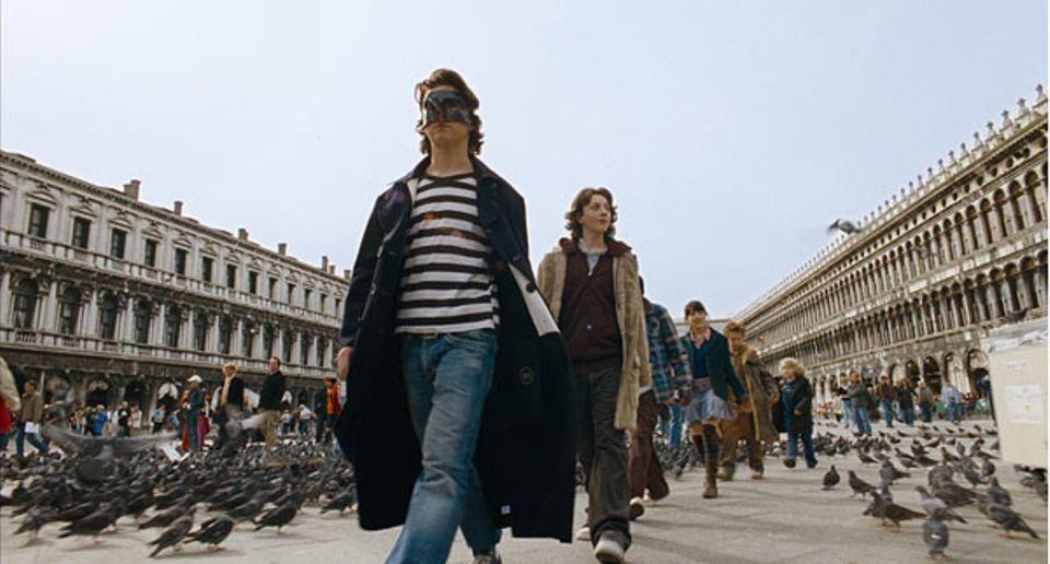 Der Herr der Diebe und seine Bande auf dem Markusplatz in Venedig. Hier wollen sie in der Basilika den Auftrag des Conte entgegennehmen