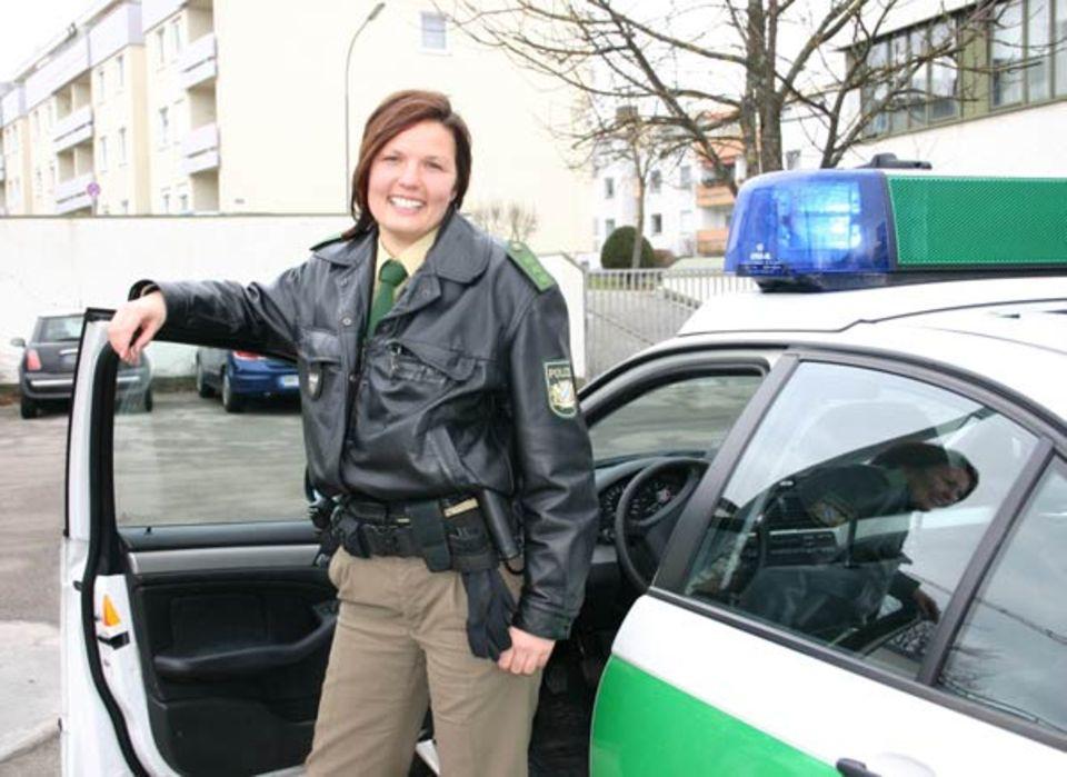 Beruf: Selbstbewusst: Sabine Kerczynski vor ihrem Einsatzwagen
