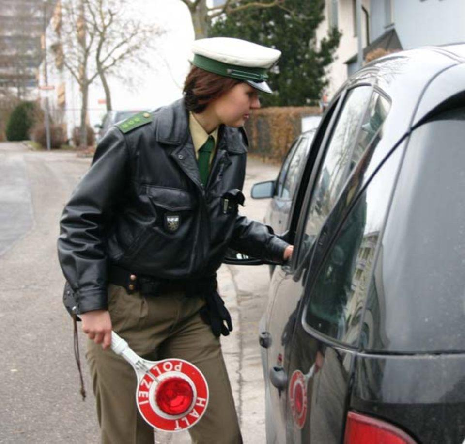 """Beruf: """"Die Papiere, bitte ... """" - Verkehrskontrollen gehören zur täglichen Arbeit eines Polizisten"""