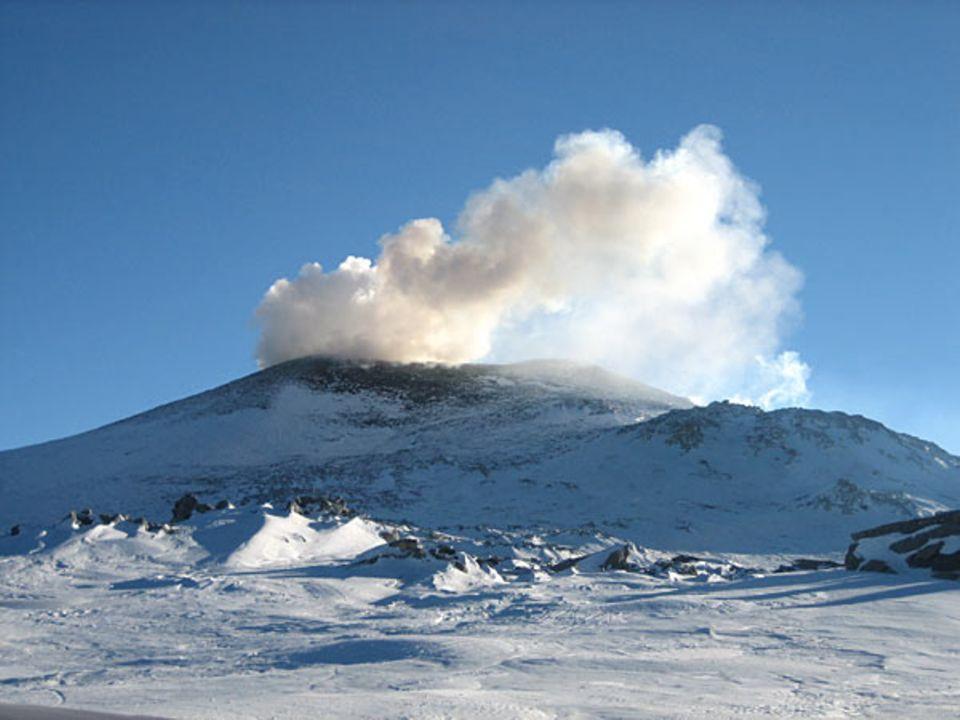 Eruption: Der Mt. Erebus speiht mehrfach am Tag Lavabomben aus