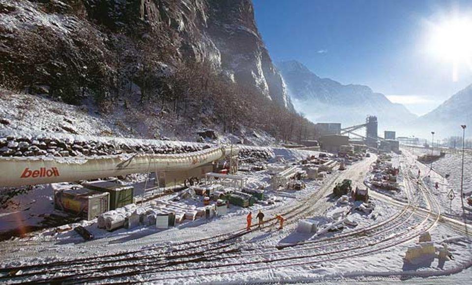 Gigantische Baustelle: das Südportal des Tunnels in Bodio