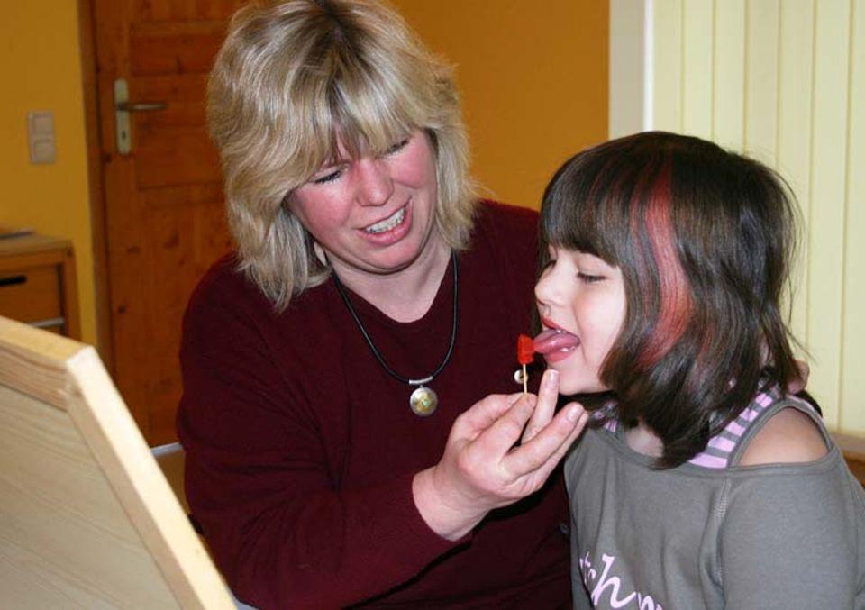 Beruf: Mit Gummibärchen machen die Sprech-Übungen gleich viel mehr Spaß