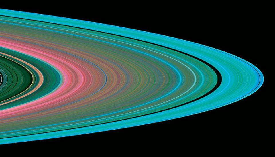 """Dieses Farbenfalschbild beruht auf Radiosignalen, welche die Sonde """"Cassini"""" durch die Saturnringe zur Erde gesandt hat. Anhand der Signalveränderungen lässt sich die Größe der Ringpartikel bestimmen"""