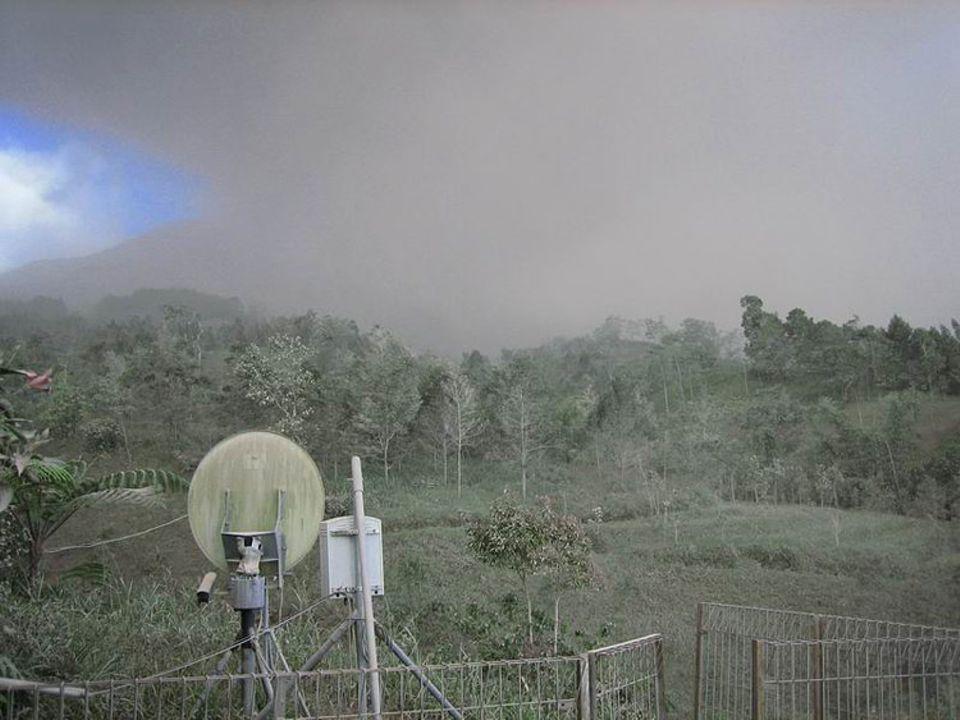 Radarstation bei Babadan im Ascheregen