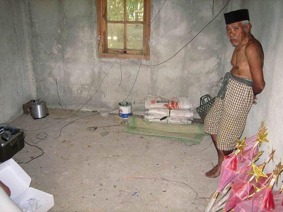 Karge Zimmereinrichtung im Katastrophengebiet