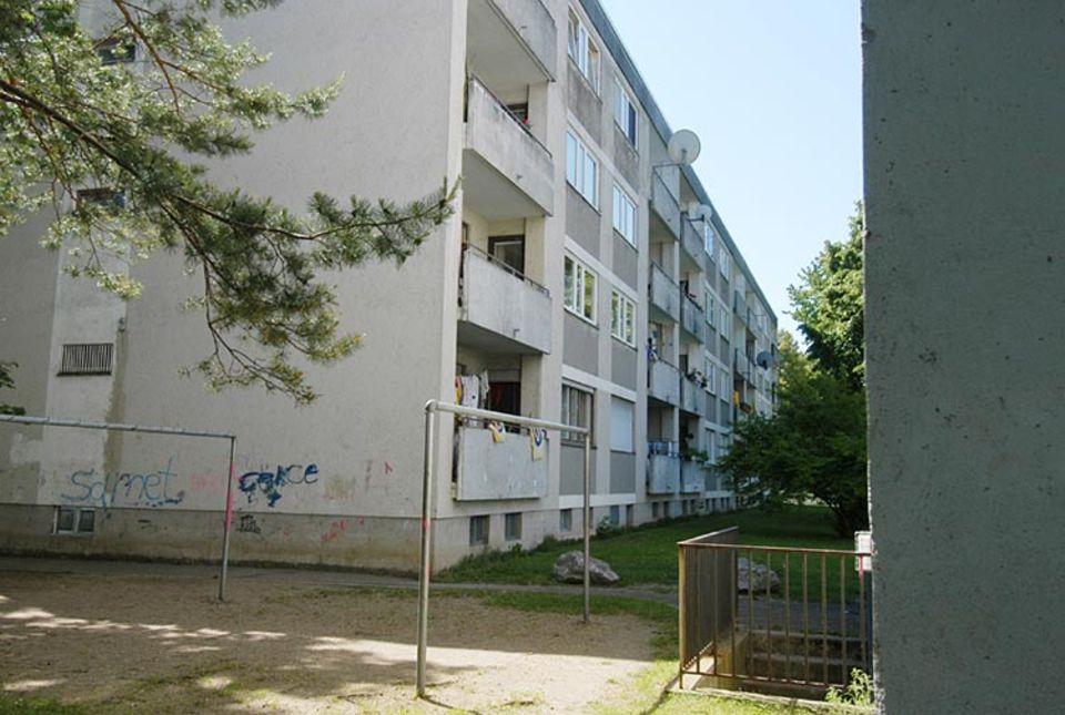 Im Stadtteil Hasenbergl, in dem Linda wohnt, gibt's fast nur Hochhäuser und viel Hoffnungslosigkeit bei seinen Bewohnern.