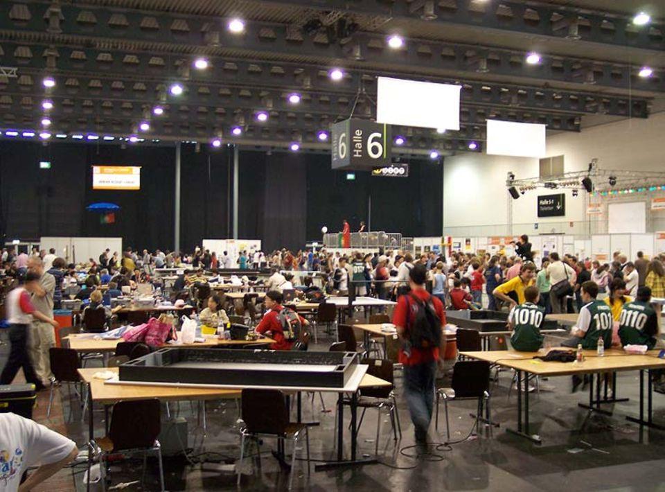 Über 1000 Nachwuchsforscher aus 36 verschiedenen Ländern sind zur Robotik-Messe angereist