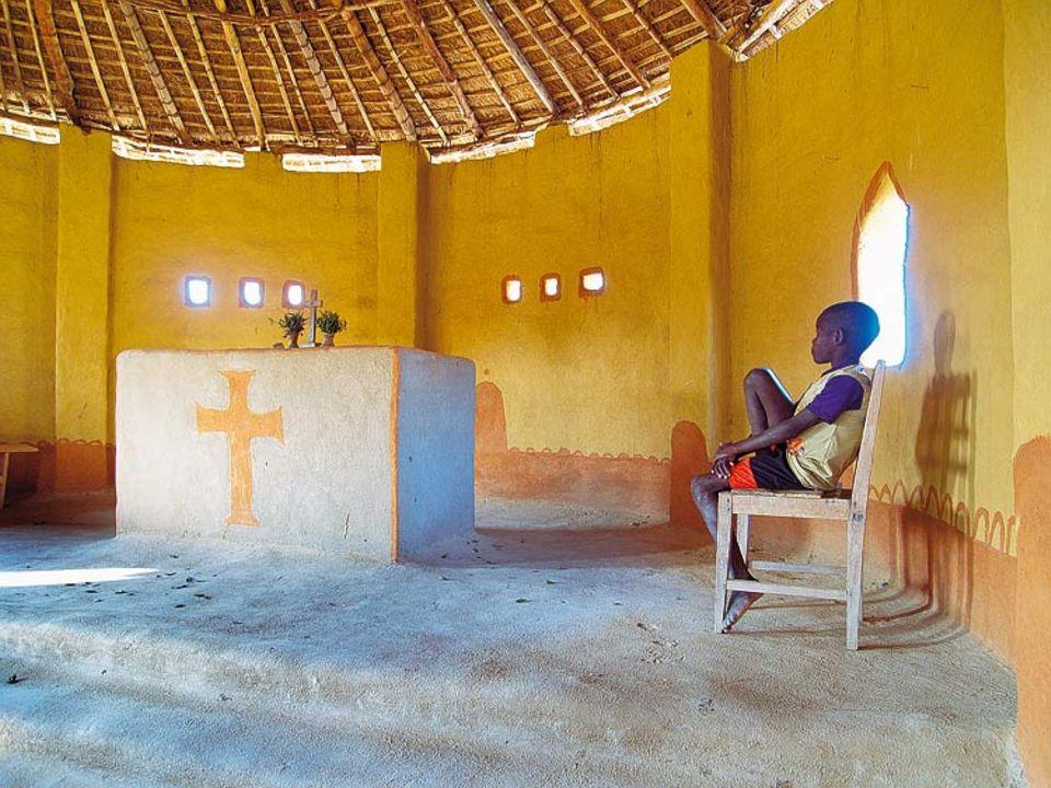 """Die kleine Kriche bei der """"Nkwichi Lodge"""" liegt auf der mosambikanischen Seite des Sees"""