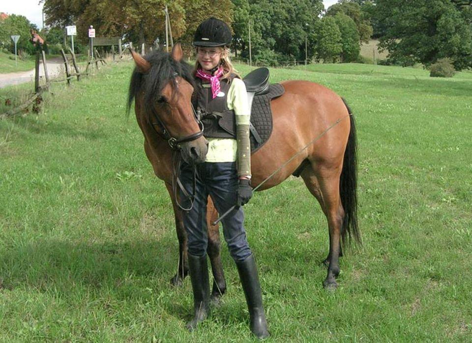Steffi Böttcher mit ihrem Pony Fridolin