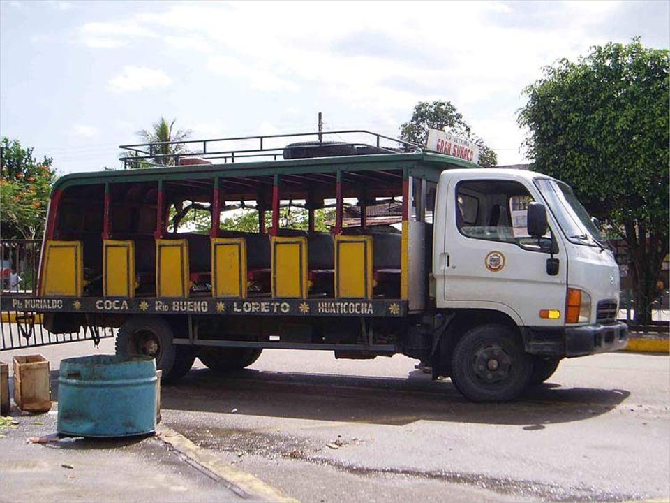 """Eine """"Ranchera"""": ein Lastwagen, der zu einem Bus umgebaut ist"""