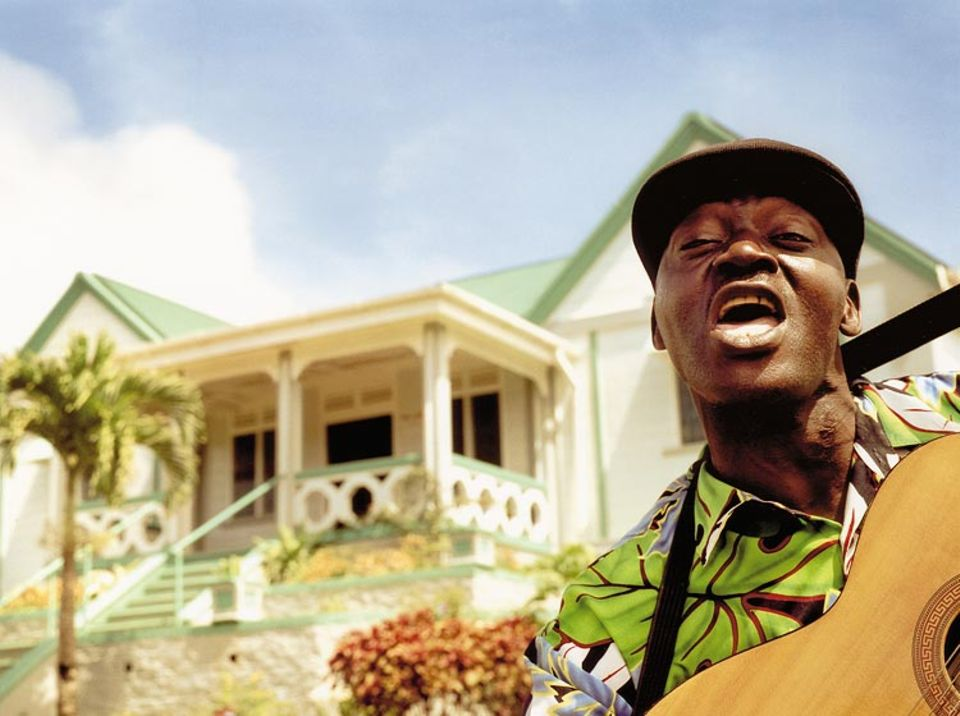 """""""Grenada is nice, island of spice"""", singt der Straßenmusiker"""