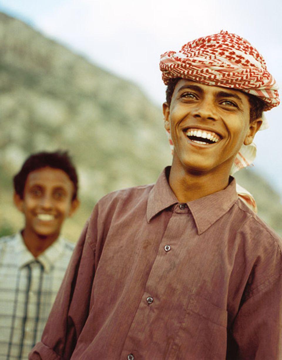 Zuversicht: Der junge Mann blickt optimistisch in die Zukunft. Bei einer Hilfsorganisation hat er Englisch gelernt; jetzt macht er sich Hoffnung auf einträgliche Arbeit als Reiseführer