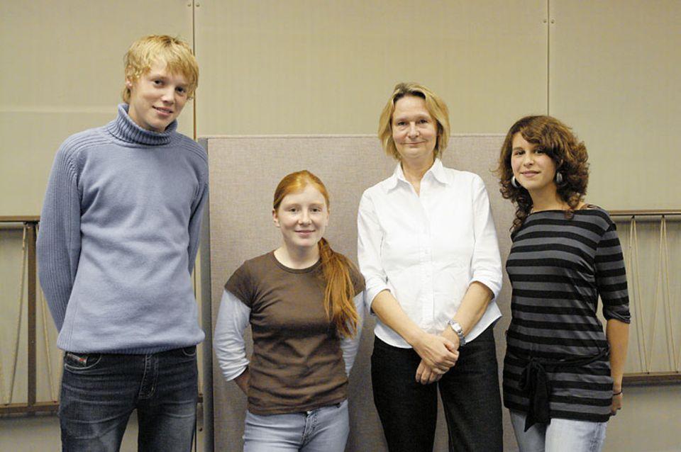 """Die Autorin des Romans """"Skogland"""", Kirsten Boie, hat das Hörspiel-Team im Studio besucht. Die Schriftsellerin freut sich sehr darüber, dass der NDR aus ihrem Buch ein Hörspiel macht"""
