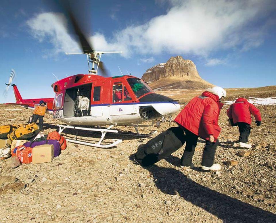 In einer Umgebung, in der auf Tausenden von Quadratkilometern keine Route verläuft, sind Hubschrauber das einzige Nahverkehrsmittel