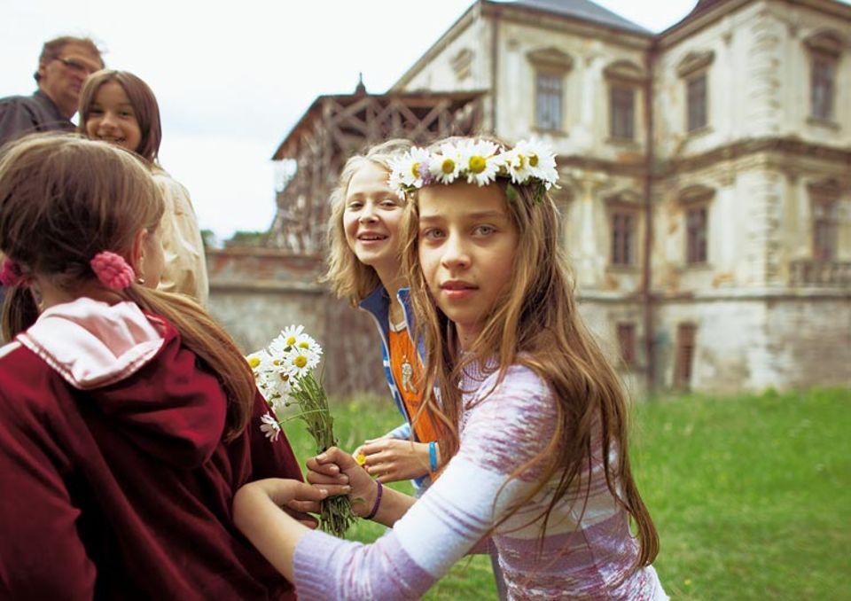 """Blütezeit: Eine Schulklasse aus Lemberg besichtigt Schloss Pidhirci. Die Restaurierung des """"ukrainischen Versailles"""" hat begonnen und nährt Hoffnungen"""
