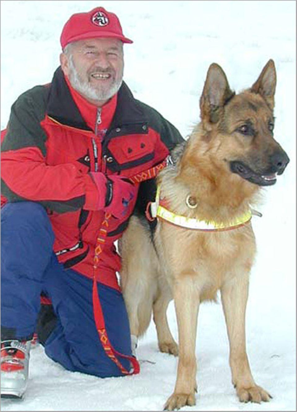 Lawinenhunde: Ein gutes Team: Alfred Schwaighofer und sein Lawinenhund Amor