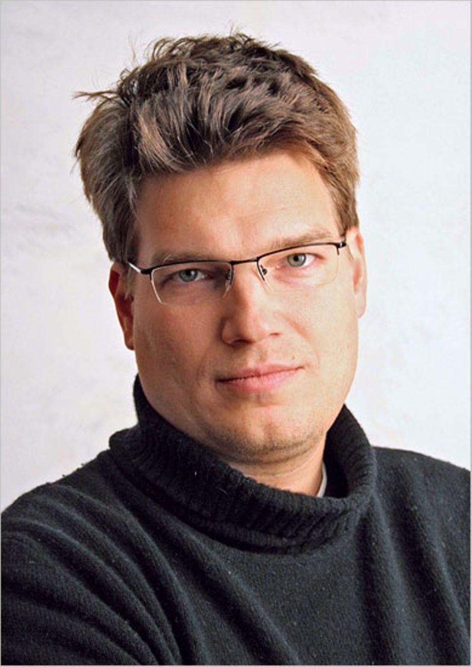 """Nikolaus Geyrhalter (geb. 1972 in Wien) ist Regisseur, Produzent und Kameramann. Seine Filme erhielten mehrfach internationale Auszeichnungen: """"Angeschwemmt"""" (1994), """"Das Jahr nach Dayton"""" (1997), """"Pripyat"""" (1999), """"Elsewhere"""" (2001)"""