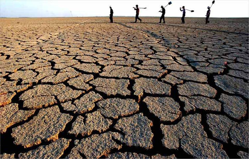 Wassermangel: Dürre lässt Flüsse austrocknen und zwingt die Landbevölkerung zur Umsiedlung - wie hier in der chinesischen Provinz Zhongliang