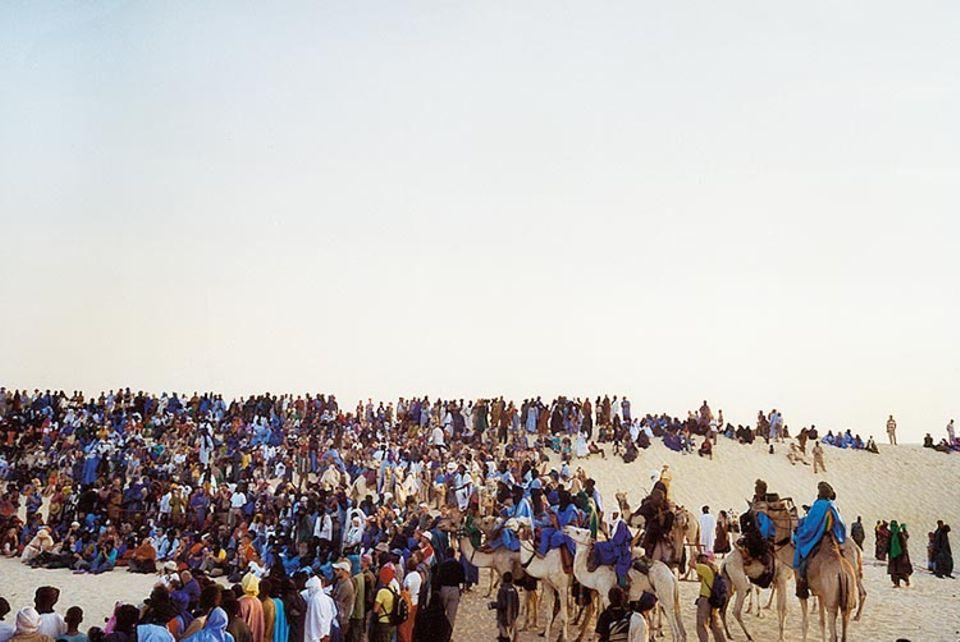 """Mali: Freiluftbühne: Beim """"Festival au Désert"""" werden die Dünen der Sahara zum Amphitheater"""