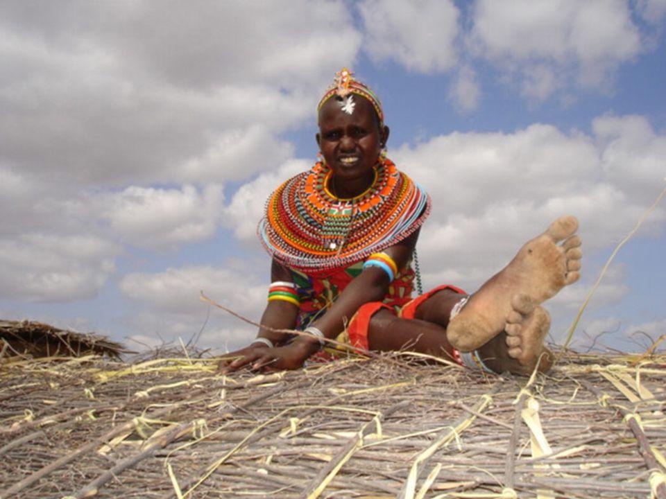 Nadera beim Bau eines Daches. Mit 14 Jahren floh sie vor einer Zwangsehe mit ihrem Onkel nach Umoja