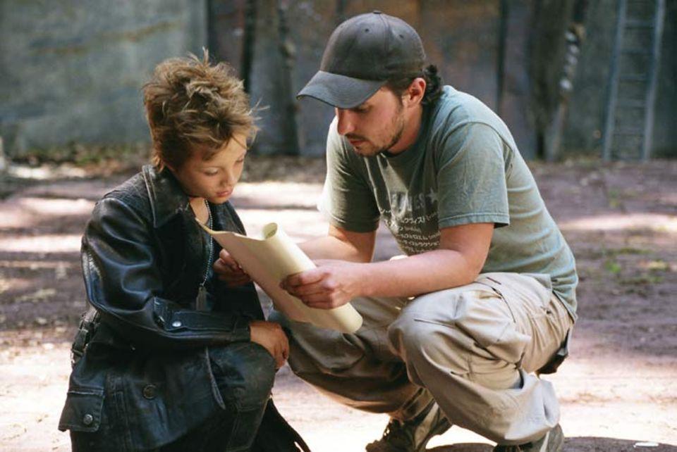 Kinotipp: Letzte Tipps vor dem Dreh: Kindercoach Gabriel Marrer geht mit Schauspieler Nick Romeo Reimann seinen Text für die Rolle des Nerv durch