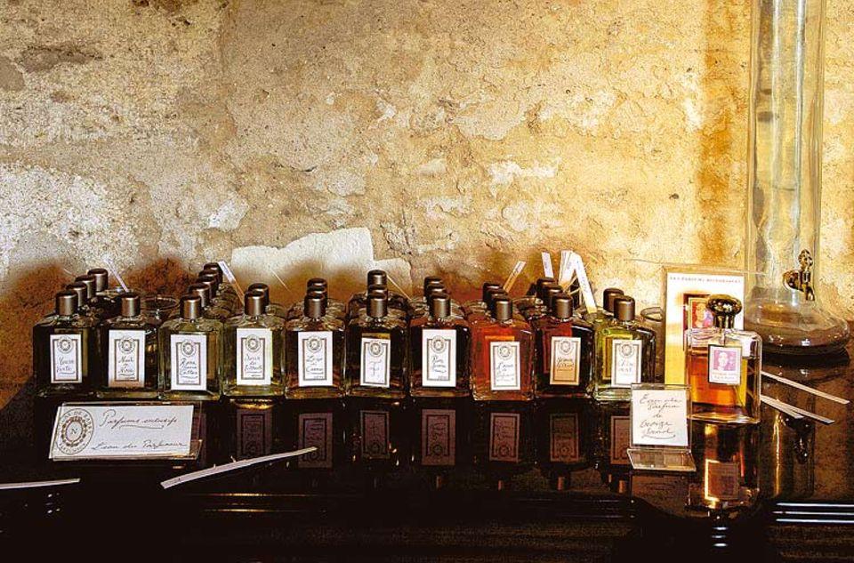 Rohstoffe: De Barry besitzt über tausend Öle, Ingredienzien für seine Parfüme