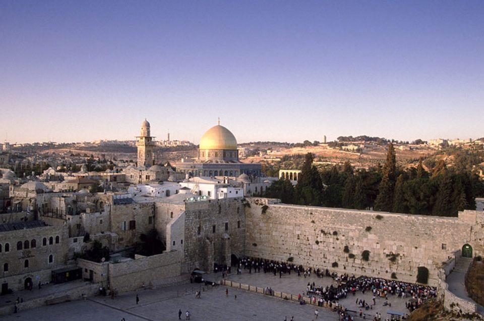 Die Weltreligionen: Die heilige Mauer in Jerusalem ist die heiligste Stätte der Juden