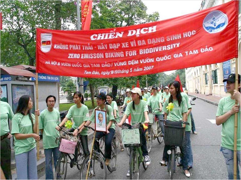 Sportlicher Auftakt: Viele der Teilnehmer legten die 80 Kilometer von Hanoi zum Nationalpark mit dem Rad zurück