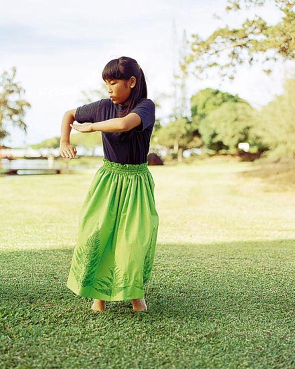 1893 wurde Königin Lili'uokalani vom Thron geputscht, heute tanzen ihr zu Ehren die Mädchen im Park einen traditionellen Hula
