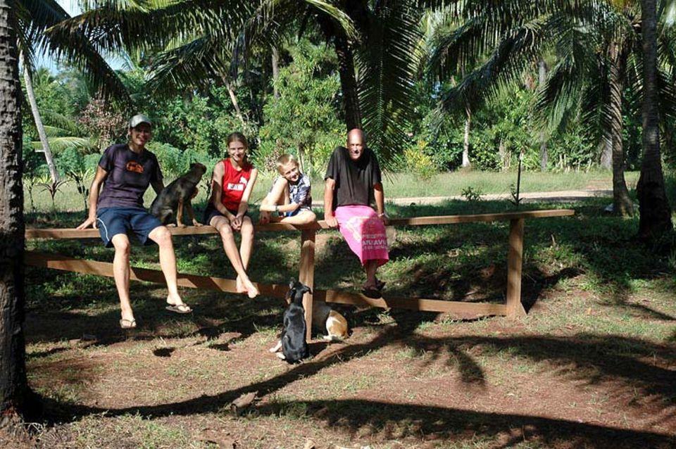 Ausgewandert in die Südsee: Luisa und Finn mit ihren Eltern