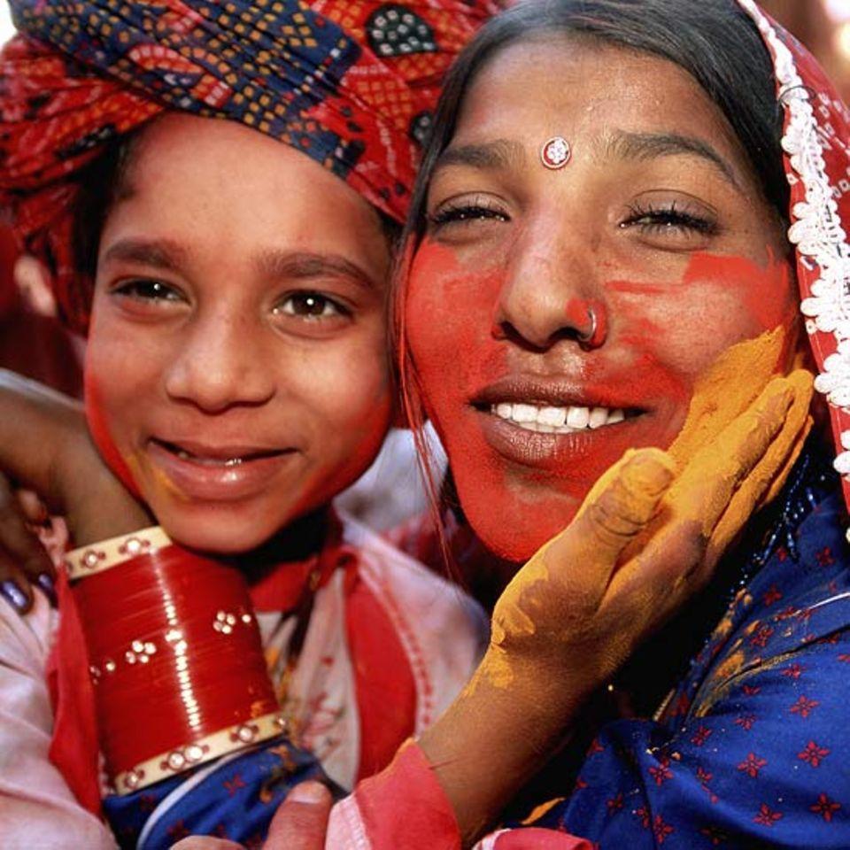 Hinduismus: Beim Frühlingsfest Holi darf man sich und andere mit Farbe beschmieren